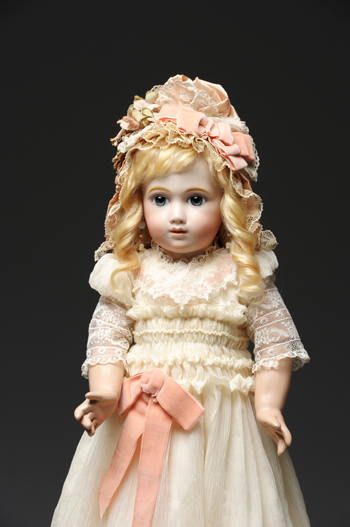 作品図録用に人形を撮影いたしました。