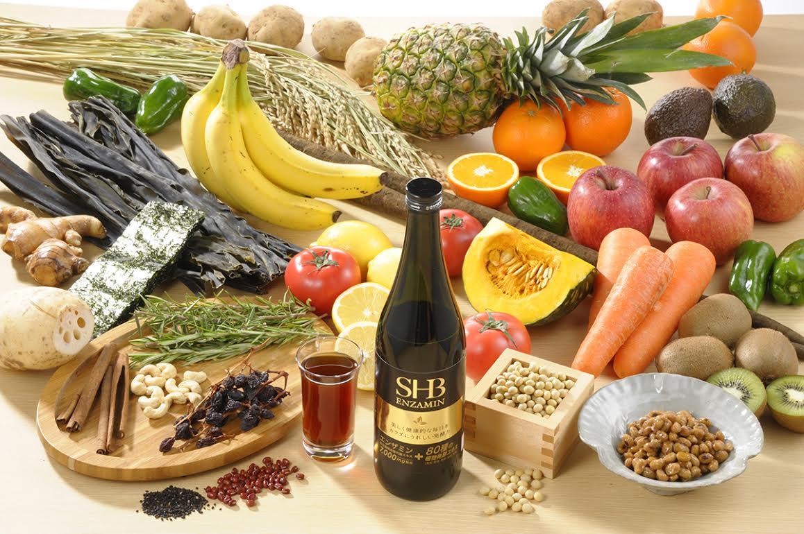 健康飲料の内容物を背景に並べて撮影いたしました