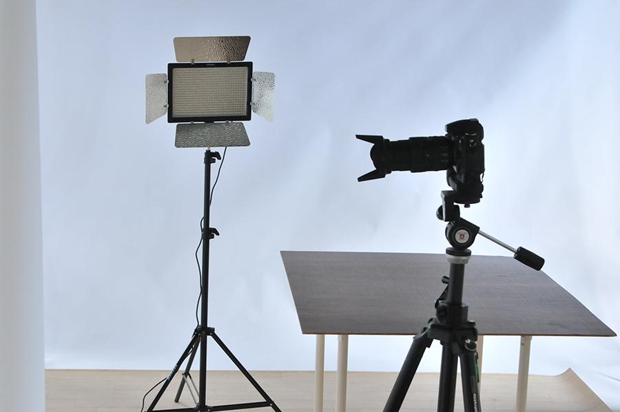 今回の撮影に使用するのは、LED照明です